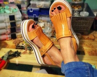 efe2ec3e3d41 Leather Flat Sandals