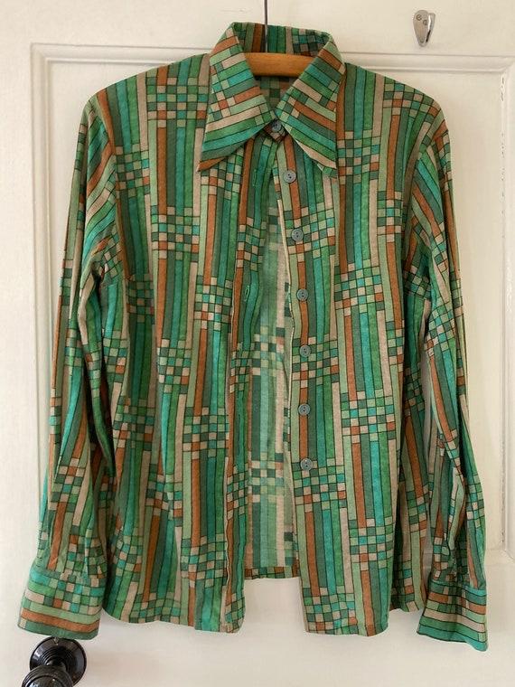 1970s dagger collar, geometric print jersey shirt
