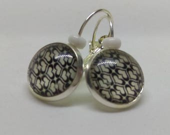 Earrings Silver 925 cabochon and geometric patterns in black and white hearts