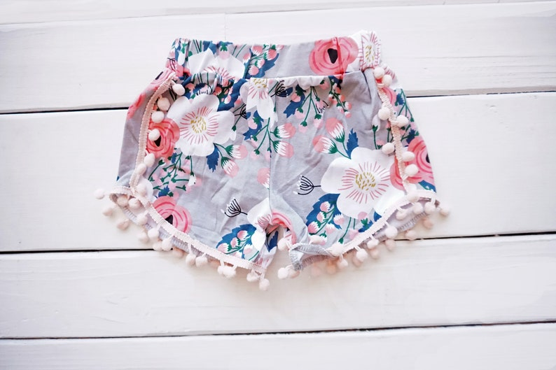 Girls Flamingo Outfit Girls/' Birthday Outfit Tropical Birthday Outfit First Birthday Outfit Flamingo Outfit Pom Pom Shorts Strut Your Stuff