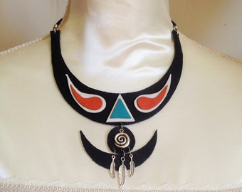Necklace leather, feathers and spiral