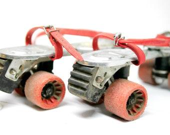 fdb171fccbc Vintage oude 70's 80's skates, metalen rol klapschaatsen, schaatsen op  wielen verstelbare Skates / Ancien 1970/80 patin à roulette ajustables
