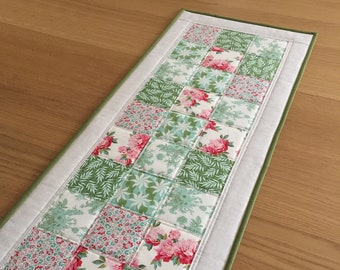 Patchwork Quilted Table Runner, Vintage Style Table Runner, Floral Fabric Table Topper, Quilted Table Mat, Gift for Mum, Sideboard Runner