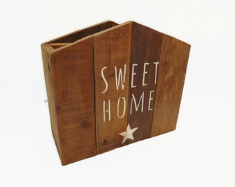 Magazine holder scandinavian-style wooden palette