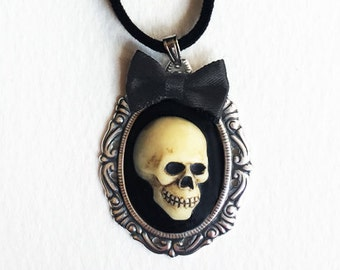 Skull Cameo Necklace, Gothic Victorian Skull Pendant, Antique Silver Frame with Bow, Gothic Jewelry, Alternative Jewelry. Creepy Necklace