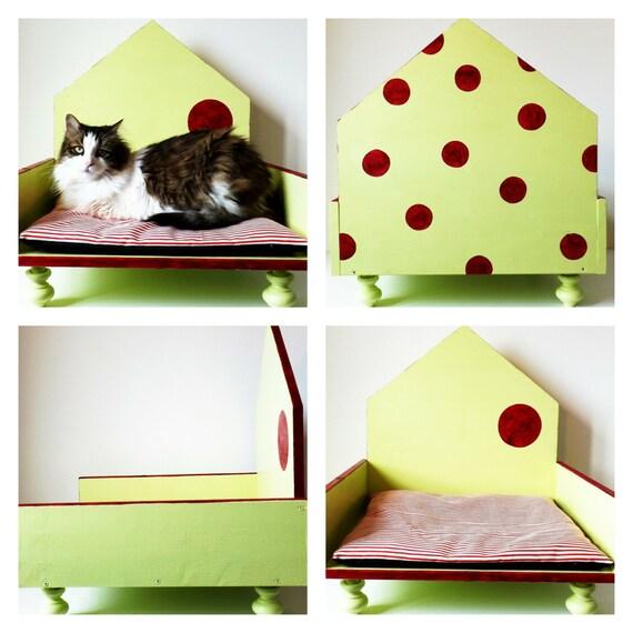 Cuccia di design in legno per gatti e cani di taglia for Nomi per cani taglia piccola