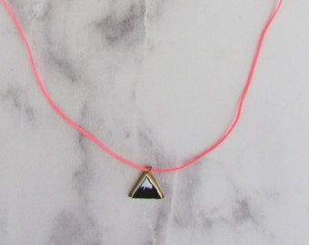 Necklace with Hill on brass plate/handmade/hand drawing/graphic/triangle/gold/mountain/mountain/black and white/filigree/brass/chain/jewelry