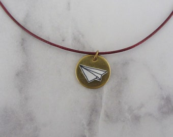 Paper airplane necklace on brass plate/handmade/hand drawing/graphic/circle/gold/paper planes/black and white/filigree/aircraft