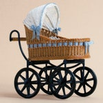 Dollhouse miniatuur, Wicker child's carriage with hood, scale 1 : 12, WC/10 15