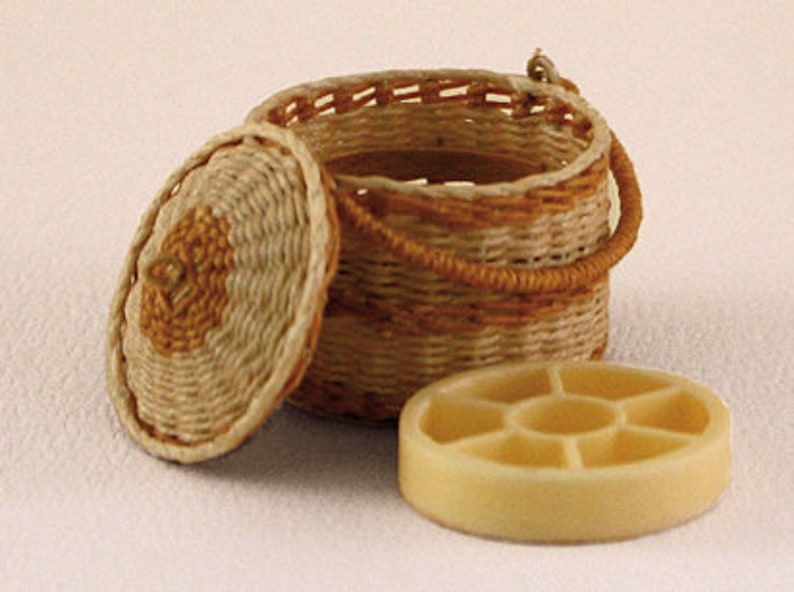 Dollhouse miniature Wicker sewing basket scale 1 : 12 WC/15 image 0
