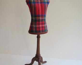 Dollhouse miniature, tailor's dummy/mannequin with Scots Tartan, scale 1 : 12, KO/19 05