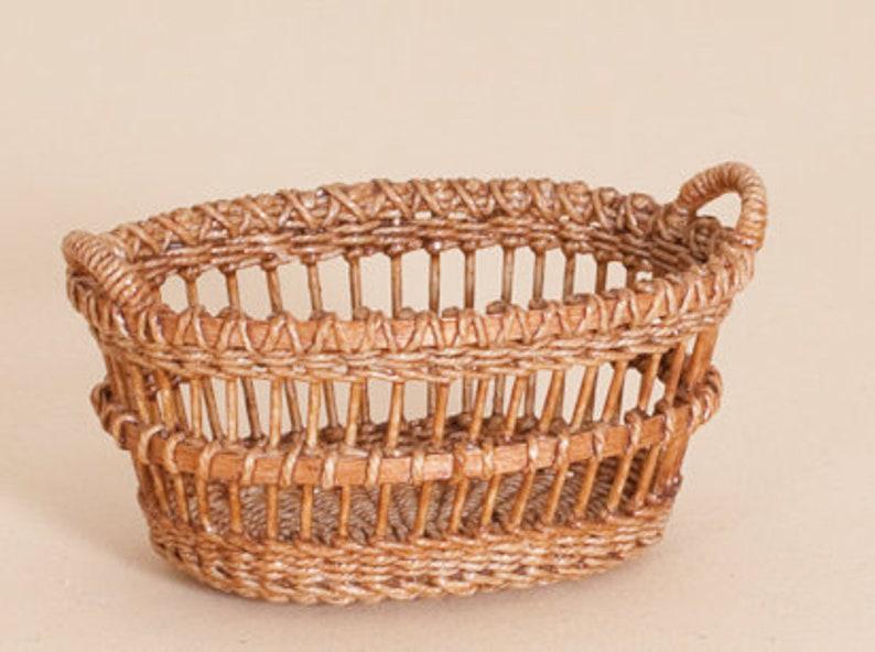 Dollhouse miniature Wicker laundry basket scale 1 : 12 image 0