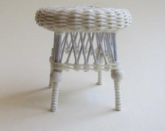 Dollhouse miniature, Wicker tabouret/stool, scale 1 : 12, WC/20 08