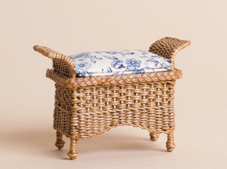 Dollhouse miniature Wicker Ottoman check pattern scale 1 : image 0