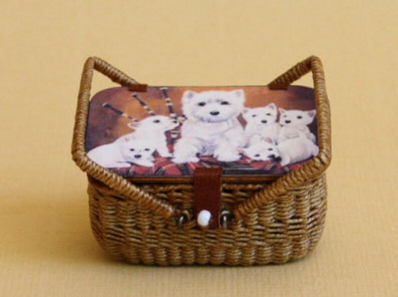 Dollhouse miniature Wicker pick nick basket scale 1 : 12 image 0