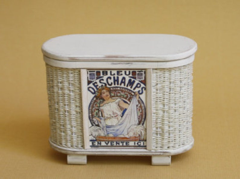 Dollhouse miniature Wicker brocante hamper scale 1 : 12 image 0