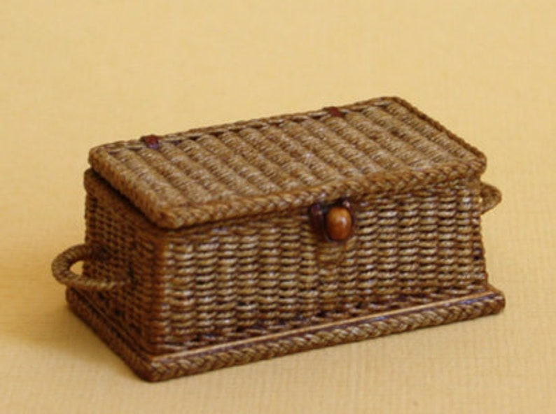 Dollhouse miniature Wicker picnic hamper scale 1 : 12 WC/10 image 0