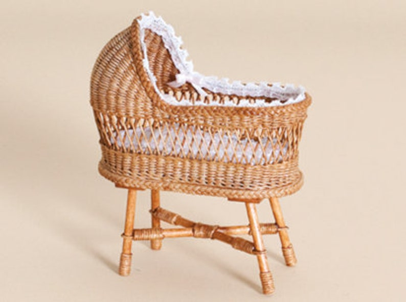 Dollhouse miniature Wicker cradle schaal 1 : 12 WC/12 10 image 0