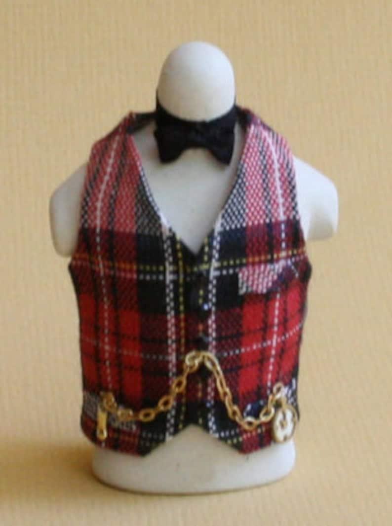 Dollhouse miniature costume on dummy  Scots men scale 1 : image 0