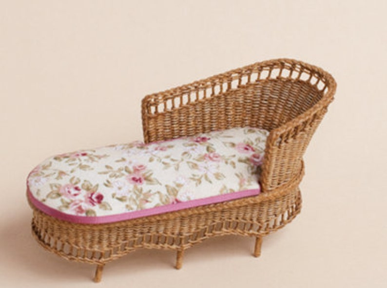 Dollhouse miniature Wicker lounge chair small scale 1 : 12 image 0