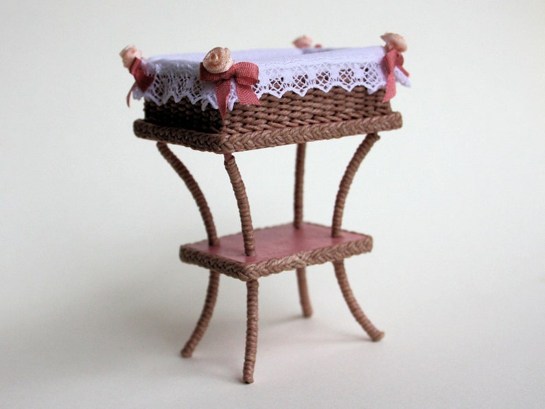 Dollhouse miniature Wicker diaperbasket on stand scale 1 : image 0
