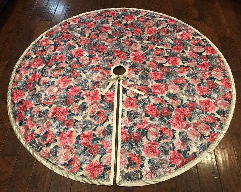 69 inches The Frozen Floral Christmas Tree Skirt