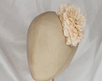 Pale peach hair flower clip/ Hydrangea flower/Pin Up Curl/ vintage hair flower/40s hair flower/small hair flower/flower corsage