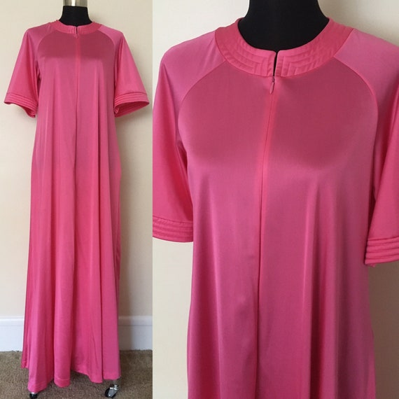 Vintage Vanity Fair nightgown // 1970s house dress