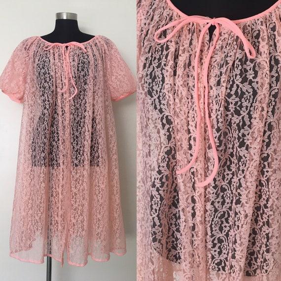 Vintage lace lingerie // peignoir robe