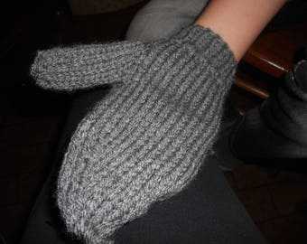 Wool knitted wool mittens gray color acrylic