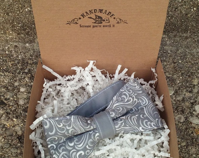 Men's Gray and White Paisley Bowtie