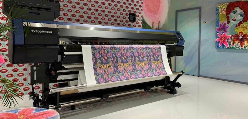 Quilting UK Crafting 100/% Cotton Hibiscus 147 CM Wide Metre for Sewing Face Masks