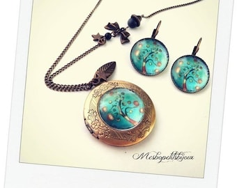 set of necklace pendant carries round photo and tree of life earrings 1