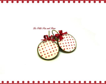 Cabochon earrings vintage red dots