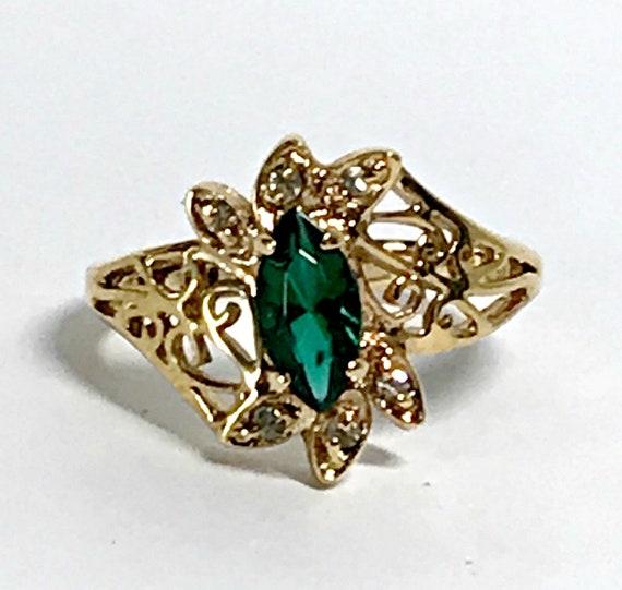 EMERALD RING, Art Deco Emerald ring Gold and Emera