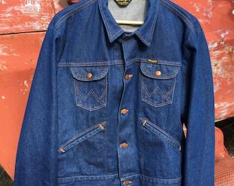 71cb6941c42 Vintage Wrangler No Fault Denim Truckers Jacket 1970 s Made in the USA  Vintage Denim Retrowear Collectable Denim Jacket