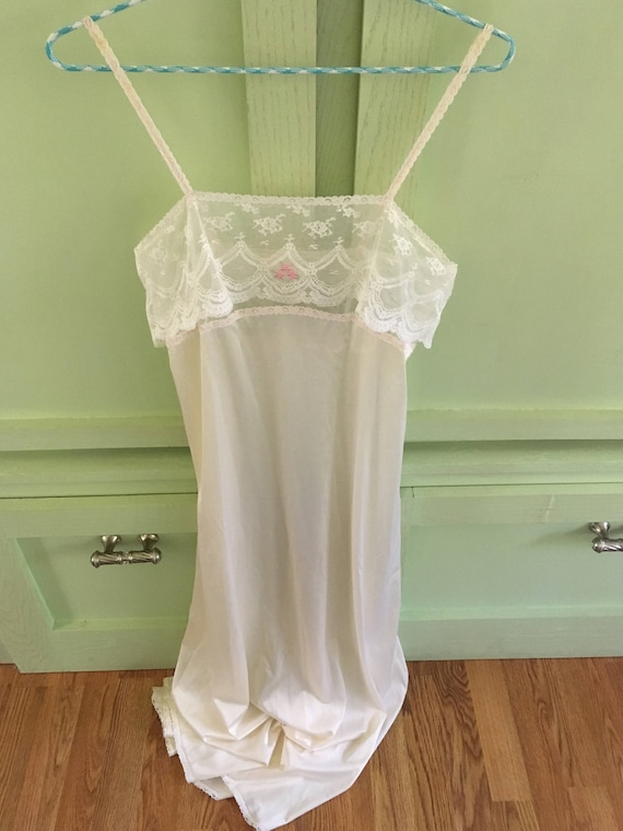 Vintage Vanity Fair Long Nightgown Size 32 Seventi