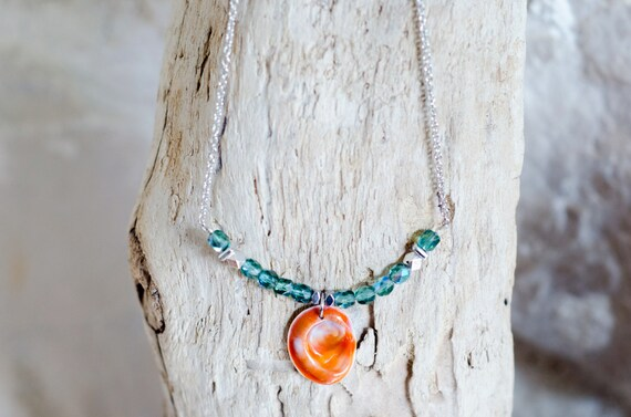 """Necklace CERIANTHUS Erinite - Seal shell """"Eye of Santa Lucia"""" and green glass beads"""