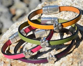 PAW PRINT BRACELET, Leather bracelet, Dog and Cat Lovers, minimalist jewelry, Silver Paw bracelet, Grad gifts, Pet lovers gift, Vet Gift