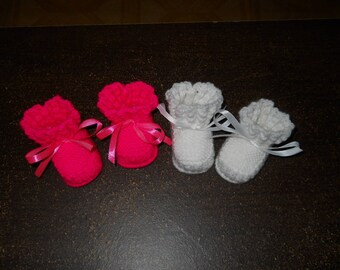 set of 2 pairs of newborn booties