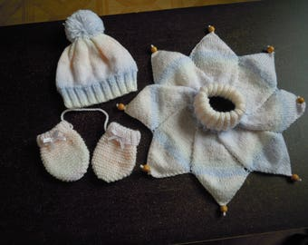 set hat, scarf, mittens