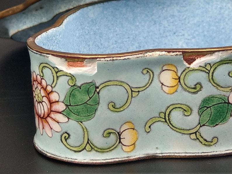 Chinese Canton Enamel on Copper Floral Quatrefoil Shaped Trinket Box