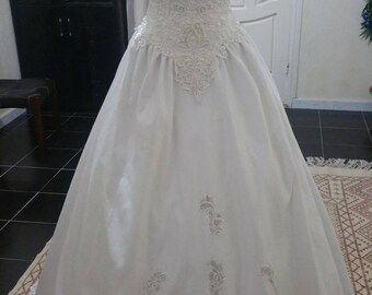 Elegant dress of white satin wedding, pearls and lace wedding dress