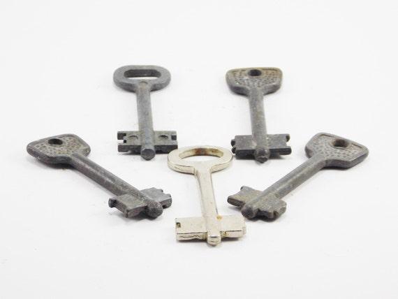 image 0 - Antique Skeleton Key Old Style Keys For Jewelry Primitive Keys Etsy