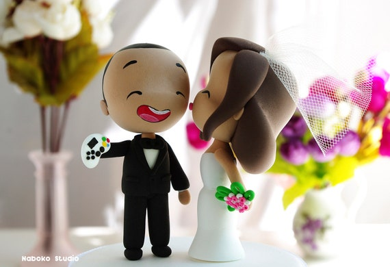 Asian Couple Wedding Cake Topper  Kissing Bride And Happy -9088