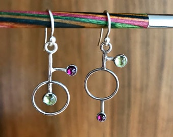 Dramatic earrings, sterling silver peridot and garnet earrings, dangling earrings, colourful earrings, original earrings, gift for her