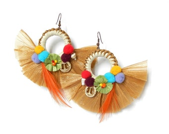 Earrings of the summer 2018 In raffia with pompom and feather Superlight Jewels Original Model floral pattern Fashion Style