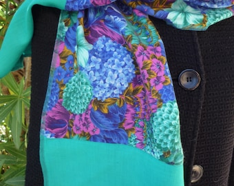 Multicolored flower pattern scarf