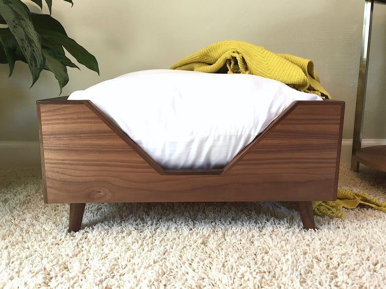 3e46c7f166284 Mid Mod Square Dog Bed