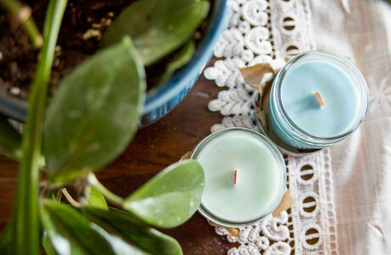 Blue raspberry candle  Soy wax & cedar wood tick in a small image 0